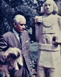 Autor desconocido-Retrato de Rufino Tamayo en su jardín, 1964